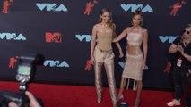 Gigi and Bella Hadid's Coordinated Nude Looks Are VMAs Sister Goals