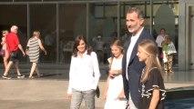 Los Reyes y sus hijas acuden a visitar a Juan Carlos I al hospital