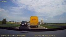 Quand le livreur DHL croise son client en pleine route... Livraison express