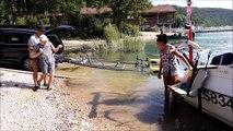 Jura: il équipent leur bateau pour profiter du lac de Vouglans avec leur fils handicapé