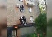 Le SWAT Russe a vraiment du mal avec la fenêtre d'un appartement !