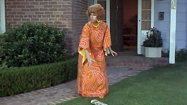 BW 4.11 Funny - Endora and Newspaper