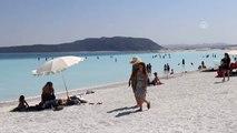 Yükümlülerden Salda Gölü'nde çevre temizliği