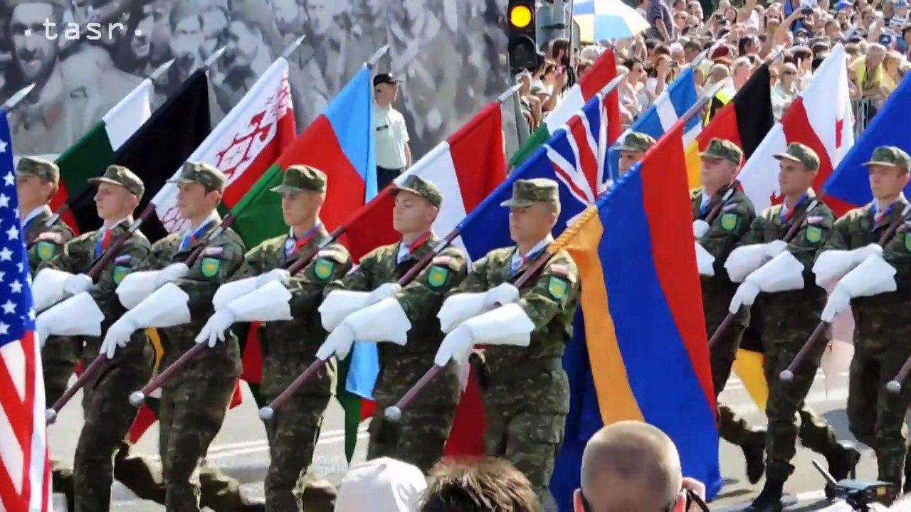 Vojenská prehliadka v rámci osláv v Banskej Bystrici