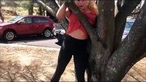 Une femme se retrouve coincée dans un arbre pour une raison tellement drôle