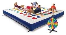 Il existe désormais un Twister géant gonflable pour enflammer vos soirées entre potes ou en famille