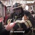 Très Émouvant ! Ces pompiers sauvent un chat d'un immeuble en feu