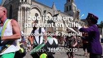 VIDEO. 200 jongleurs dans les rues de Poitiers