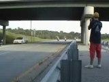 Accident de moto sur une autoroute (run)