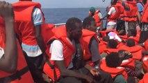 Italie : Un navire humanitaire fait le forcing pour accoster