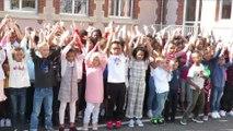 Les enfants de l'école Gambetta à Romilly chantent pour la rentrée