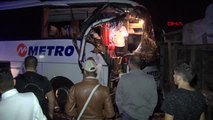 Yolcu otobüsü devrilen tır'a çarptı: 1 yaralı