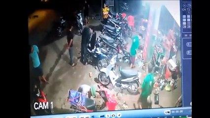 Ôtô điên lao lên vỉa hè hất tung nhiều người, cày nát hàng loạt xe máy