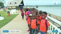 Guyane : les élèves vont à l'école en pirogue