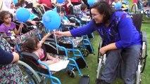 Kendisi de engelli olan Gamze, el emeği ürünleri satarak 72 engelli vatandaşa tekerlekli sandalye hediye etti