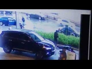 Hombres armados atacan a policías en Plaza Artz al intentar huir