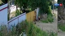 2 gamins russes tentent de voler une brouette.. Pas si simple