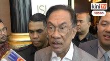 Anwar jawab kenapa Azmin tidak hadir mesyuarat biro politik PKR