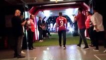 L'incroyable accueil du public du Galatasaray pour Radamel Falcao