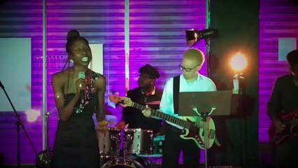 Spotlight Under The El (Latoya Nicole, Listen)