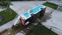 Ce bus a été transformé en une piscine publique et gratuite par Benedetto Bufalino