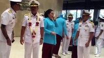 Pejabat TNI AL menyambut KASAL Laksamana TNI Siwi Sukma Adji