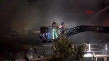İstanbul ? ataşehir'de bir restoran alev alev yanıyor