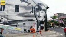 女飞机师添油变壁画人物 网民呛:与太平有何相干?