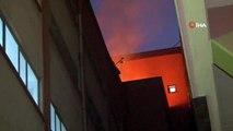 5 katlı bir iş merkezinin çatısında çıkan yangın 1 saat sonra kontrol altına alındı