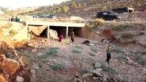 İdlib'de saldırılardan kaçan çaresiz aile su kemerine sığındı (1)