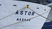 Large brèche dans la coque du paquebot Astor