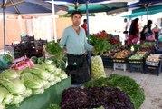 Semt pazarında ürün bolluğu fiyatlara yansıdı