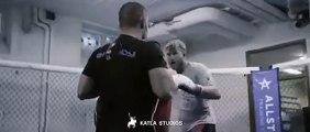 Ce champion  MMA met son entraineur KO sans le vouloir. Métier risqué