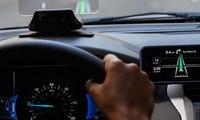 جهاز لتثبيت الهاتف الخلوي على المقود خلال استخدام الـ GPS