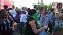 """""""Alto a la injusticia"""": salvadoreñas reclaman por criminalización de mujeres que perdieron embarazos"""