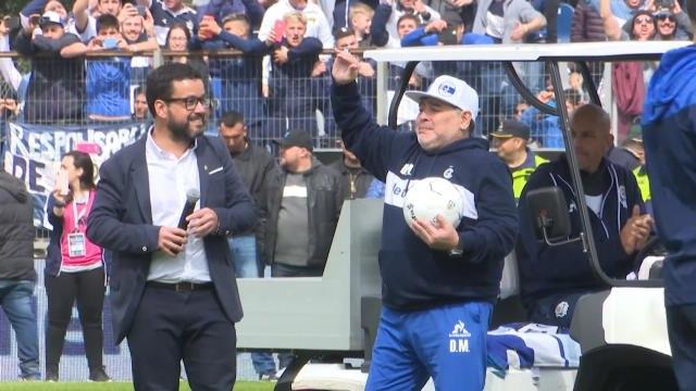 L'ambiance de folie pour le premier entraînement de Maradona avec Gimnasia La Plata