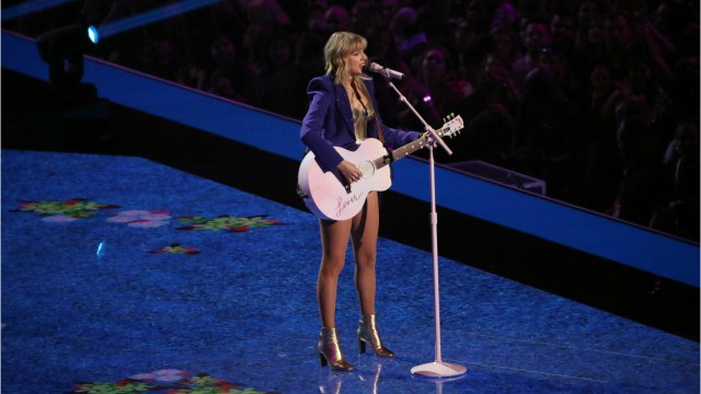 Kelly Clarkson Encouraged Taylor Swift To Re-record Music