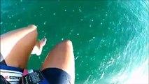Grosse frayeur pour ces 2 touristes en parachute qui atterrissent au milieu des méduses !