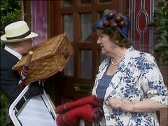 Keeping Up Appearances s2e10 Picnic for Daddy