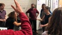 Le chifoumi, ce jeu pratiqué par une troupe de théâtre pour s'échauffer  devient un sport.