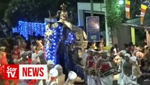 Elephant rampages through crowd at Sri Lankan festival