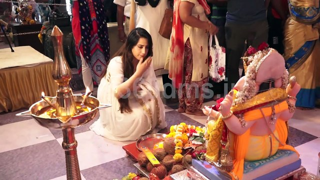 Ishq Mein Marjawan actress Alisha Panwar Visit Andheri Ka Raja to take blessing