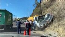 Après avoir percuté une voiture avec son camion, il tente de prendre la fuite par la montagne