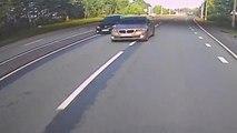 Deux idiots font la course et slaloment entre les voitures jusqu'à ce qu'un des deux se crash