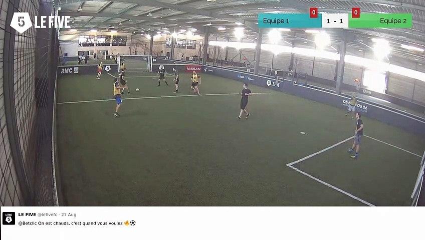 But de Equipe 1 (2-1)