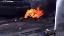 شاهد: حريق هائل في قطار شحن انحرف عن مساره في إلينوي الأمريكية