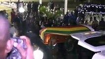 وصول جثة الرئيس السابق لزيمبابوي روبرت موغابي إلى وطنه