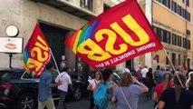 Scuola, protesta del personale Ata: senza stipendio da mesi