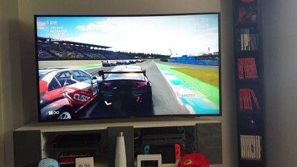 Grid Autosport : 1 er contact, pad Switch en main