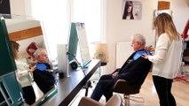 À  Bourg-Saint-Christophe, elle récupère les cheveux de ses clients pour les donner à une association